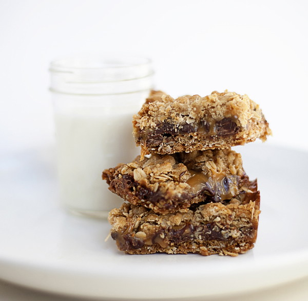 Oatmeal Chocolate Carmelita Bars - The Krazy Coupon Lady