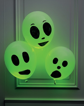 glowing ghosts - Glow Sticks For Halloween