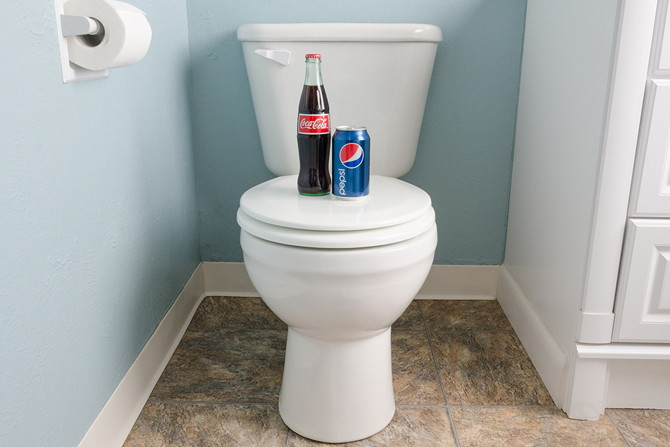 how to clean dirty toilet with coke