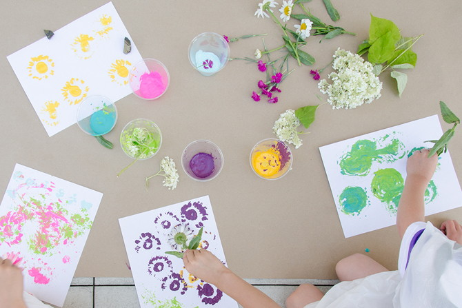 6 easy ways to paint that will make you the best mom ever for Easy way to paint flowers