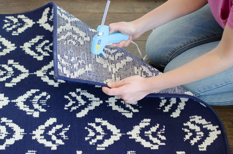 12 Cool Things You Can Make With a Hot Glue Gun  Hot Glue Gun Crafts, Glue Gun Crafts, Things to Do With Hot Glue Guns, Fast Craft Projects, Simple Crafts, Hot Glue Gun Craft Projects.