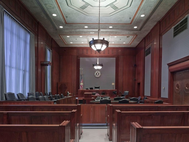 Give attorneys feedback about cases as an online juror through Online Verdict.
