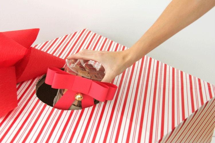 Design a giant grab box.