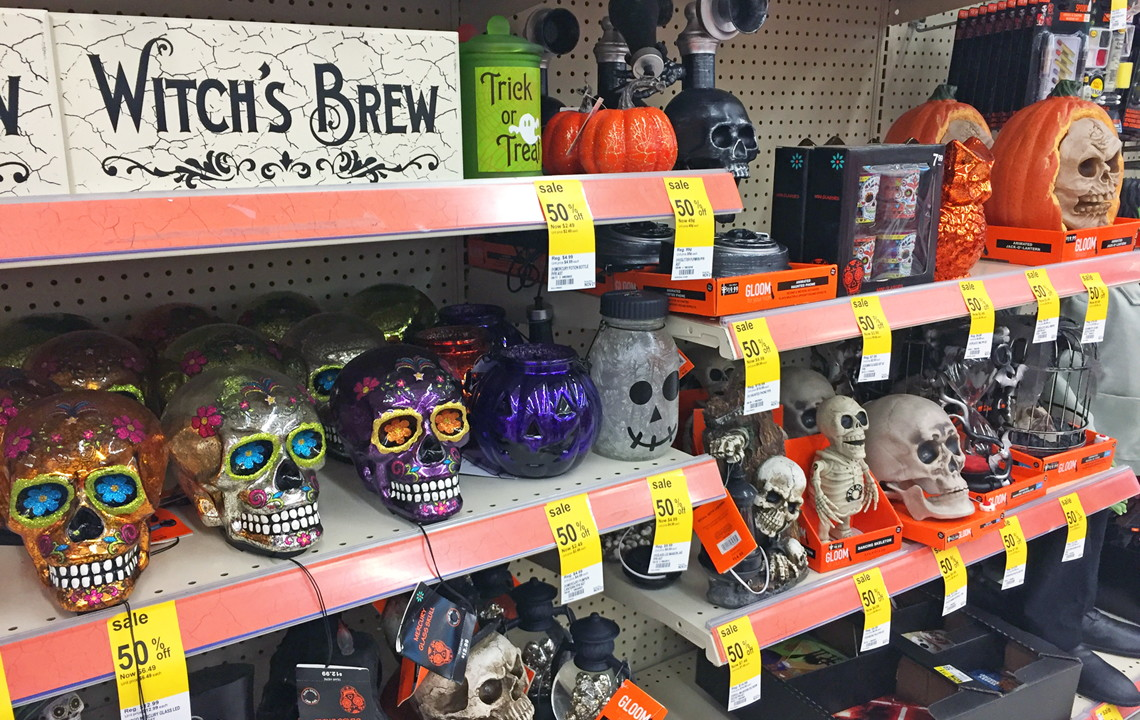 up next 13 genius ways to use halloween sales clearance for christmas - Halloween Decoration Clearance