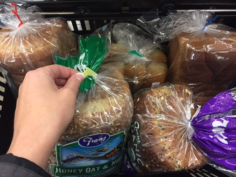 decode the color of the twist tie or plastic clip to get the freshest loaf - Bread Ties Color
