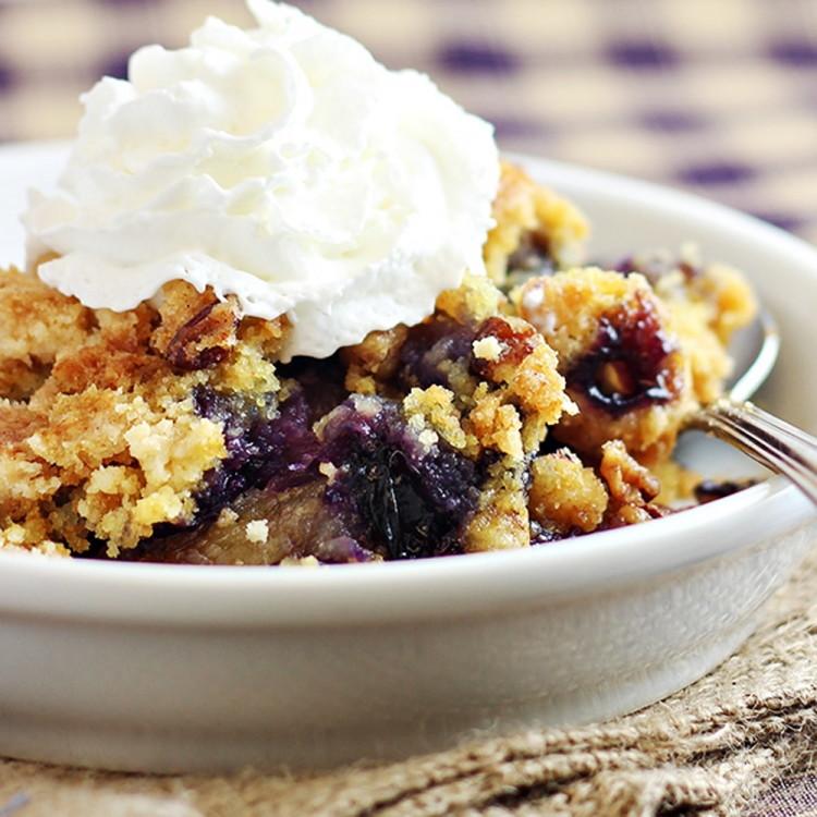 Easy Blueberry Crunch Dump Cake