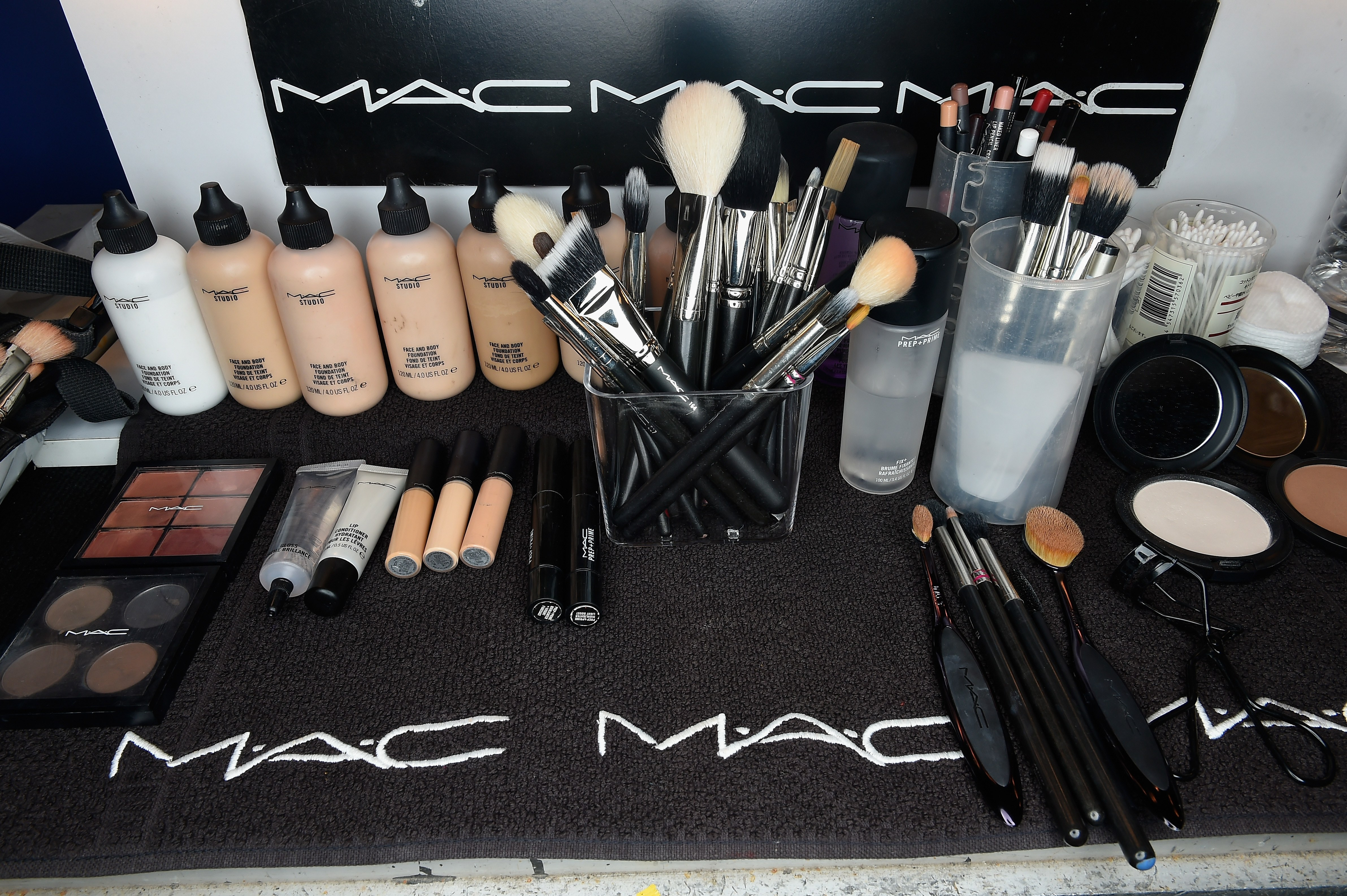 25 Off 75 Mac Cosmetics Purchase Free Lash Liner Duo 40