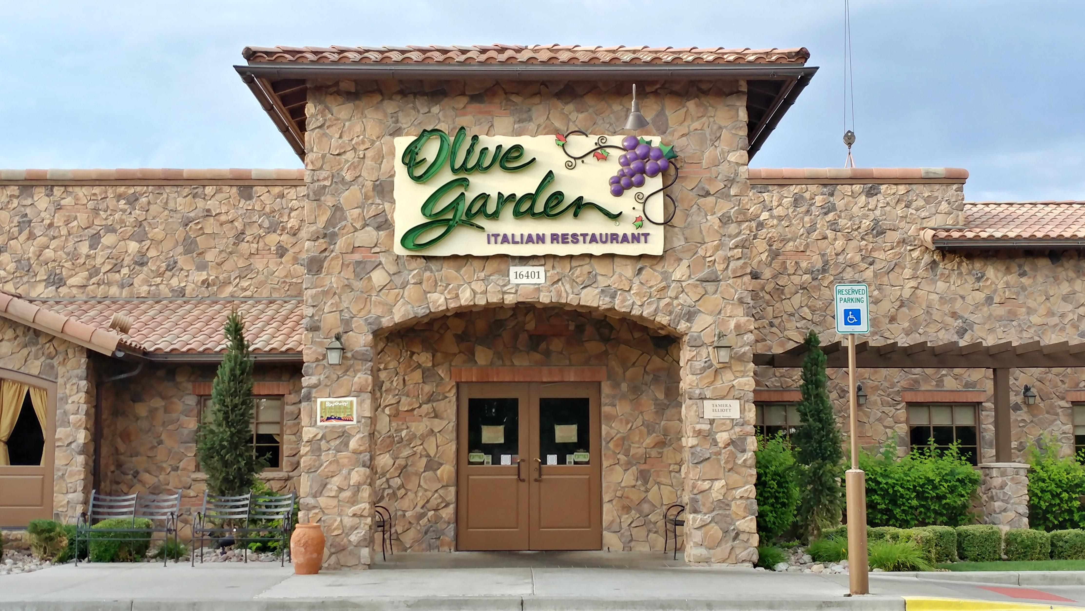25 Olive Garden Secrets from Your Server That\'ll Save You Serious ...